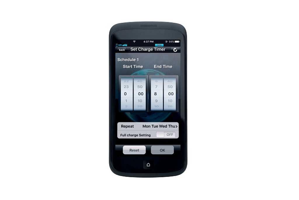 8_EU17PHEV_phone02_1005221_master-rev-1.jpg
